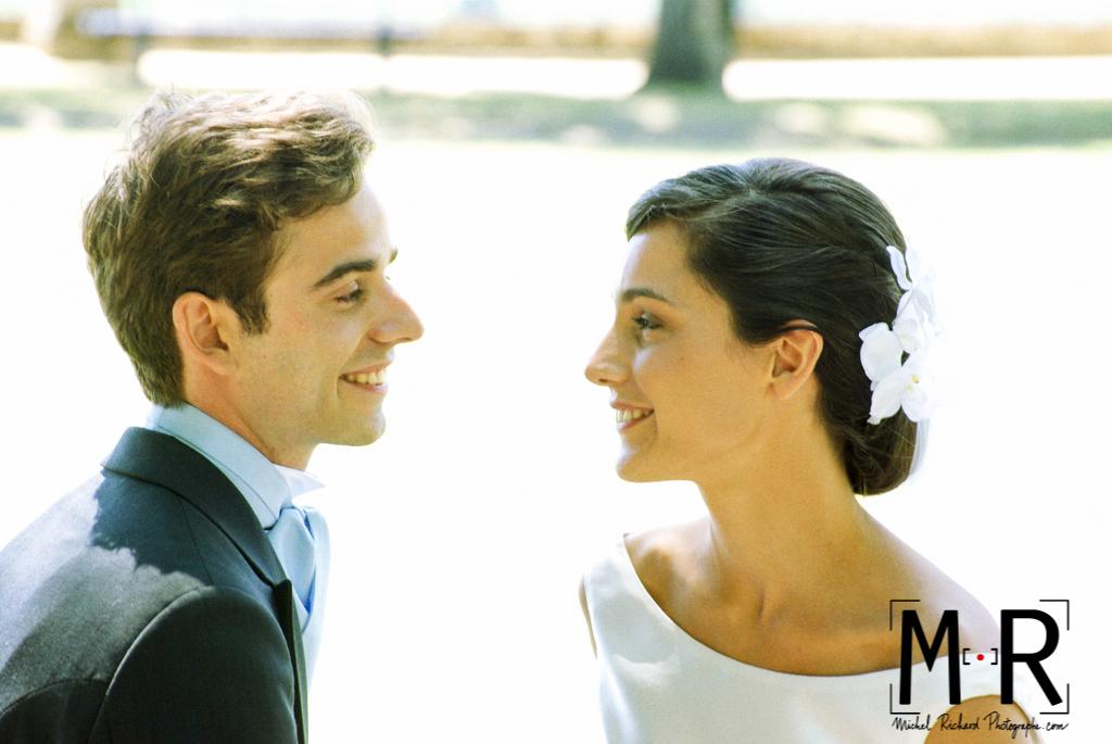 Mariage-les mariés se regardent-couple-Michel-Richard