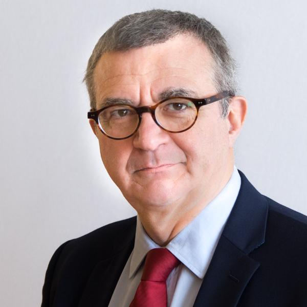 Portrait photo professionnel de secrétaire général, directeur financier, en couleur