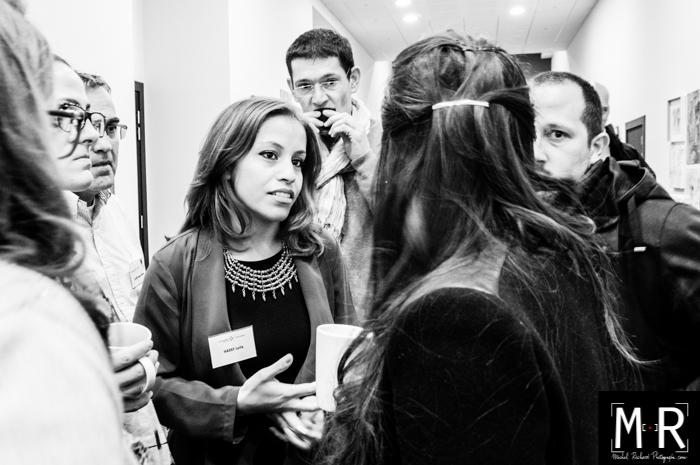 portraits de collaborateurs sur le vif pendant un séminaire, une table ronde, un groupe de travail, une convention d'entreprise.
