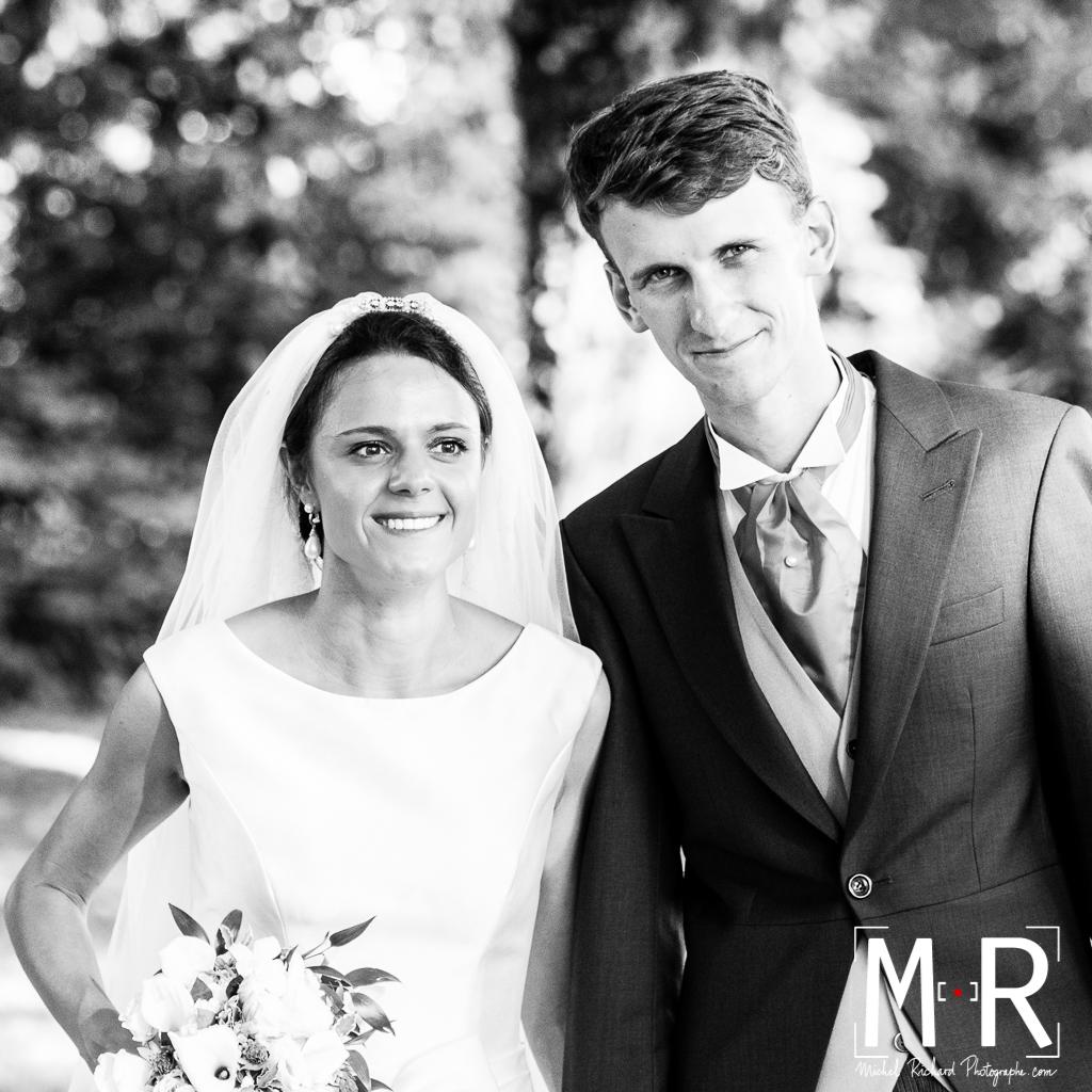portrait des mariés - bonheur en noir et blanc