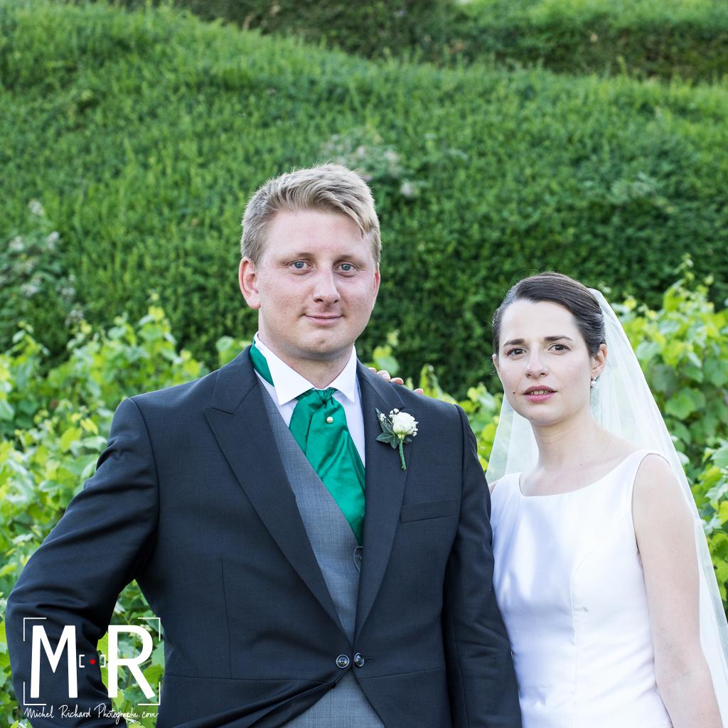 mariés dans vignoble de Bourgogne