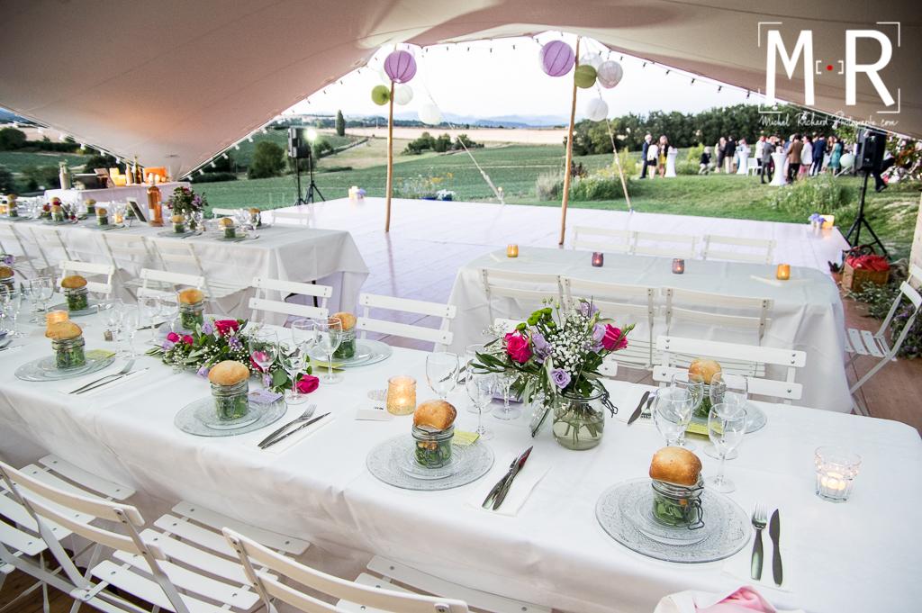 tente et table de mariage avec lampions en Provence