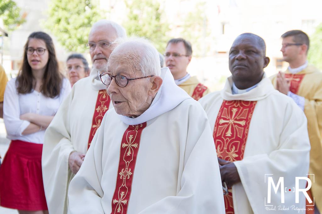 Départ du curé, au revoir du prêtre