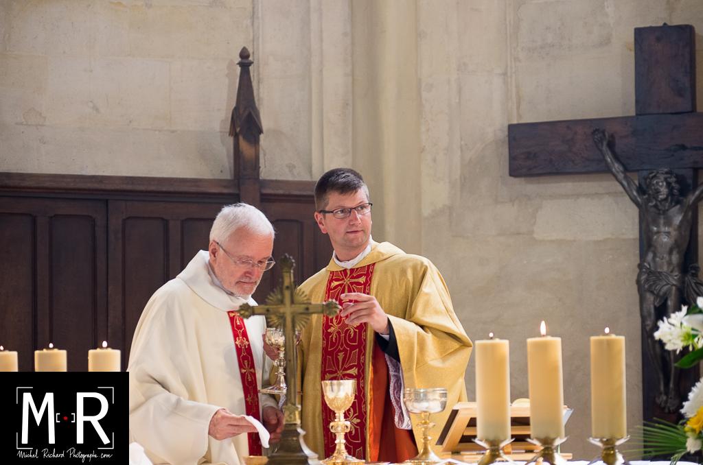 prêtres avant la communion
