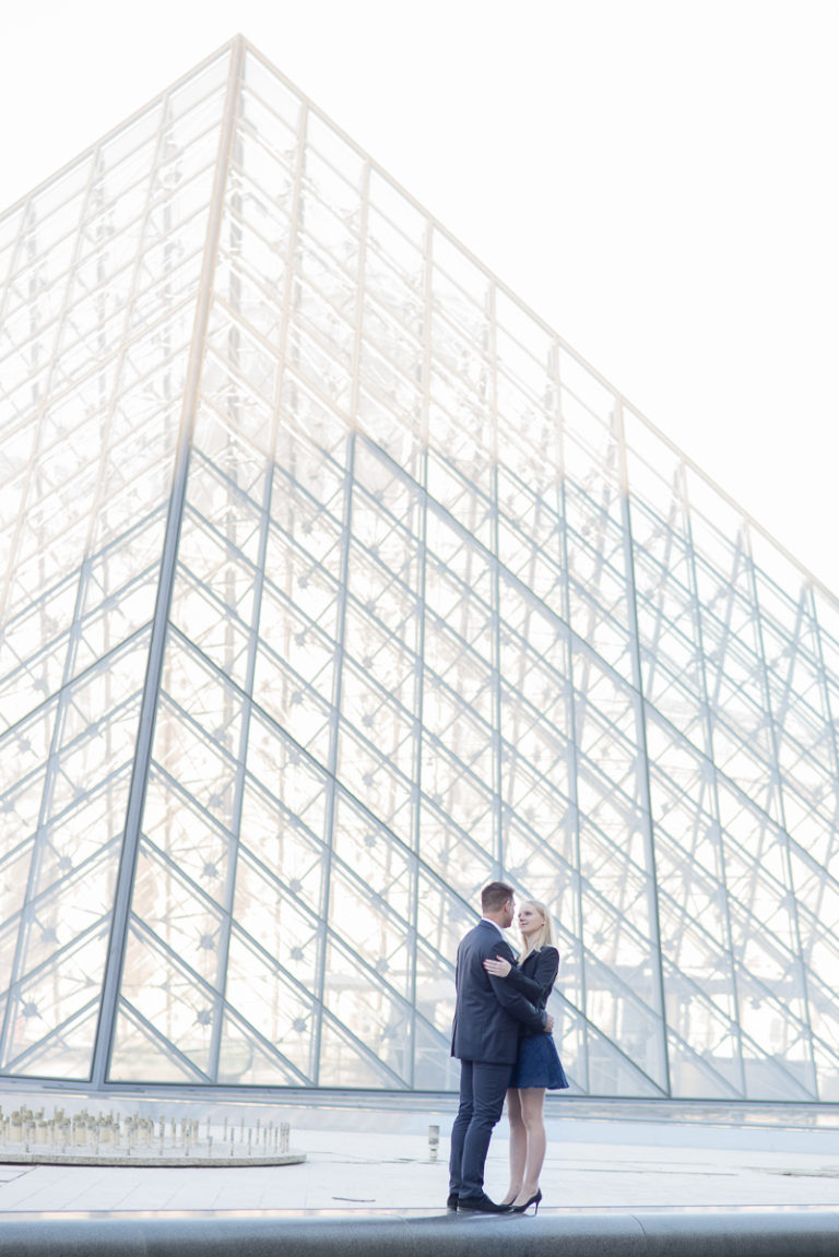 couple in front of the louvres pyramid