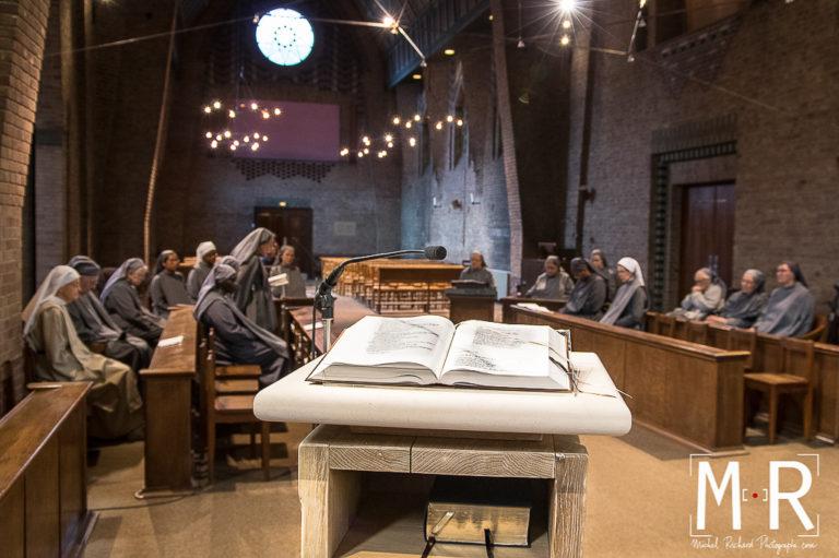 catholique-priere-lecture-monastere-moine-chretien