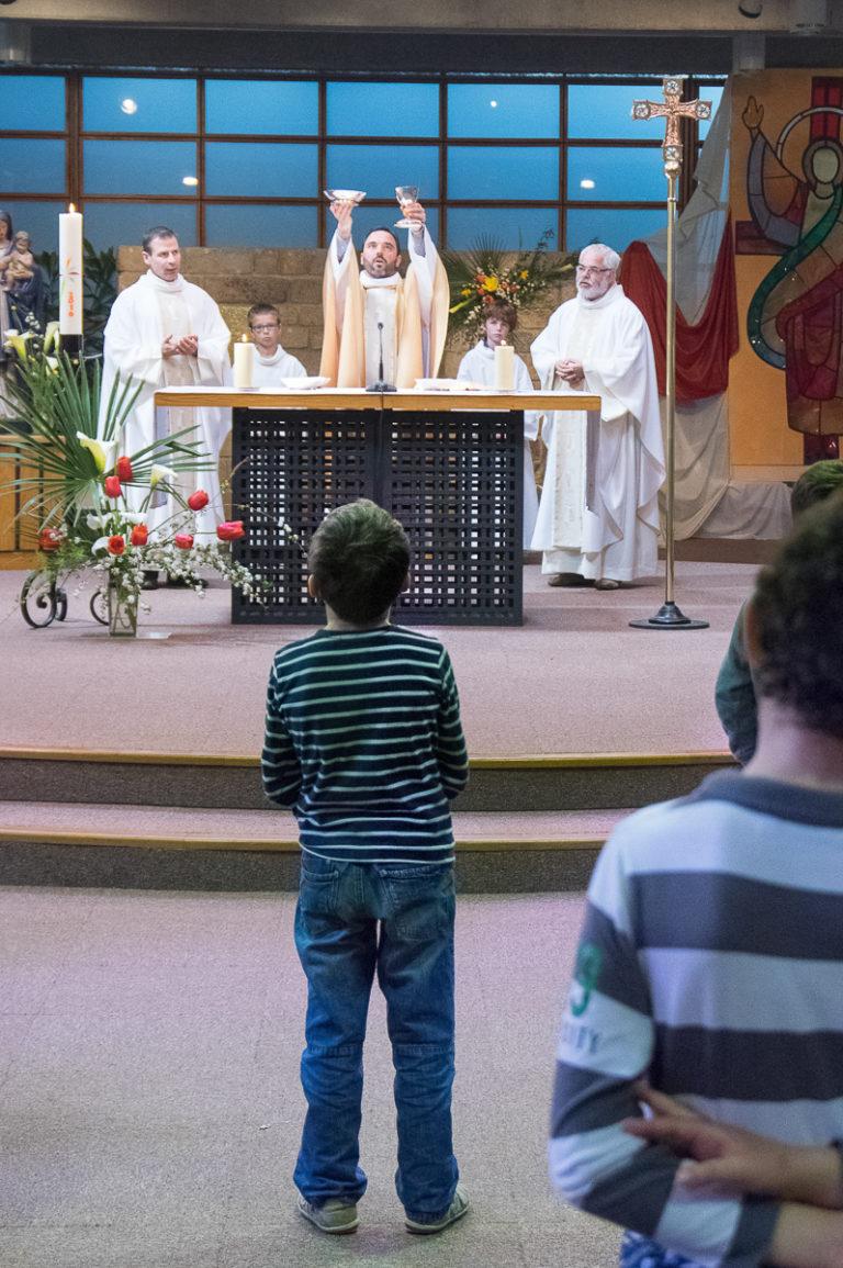 foyer-charite-tressaint-messe-enfant-catholique-chretien