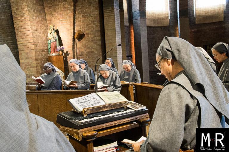 monastere-priere-lecture-soeurs-catholique