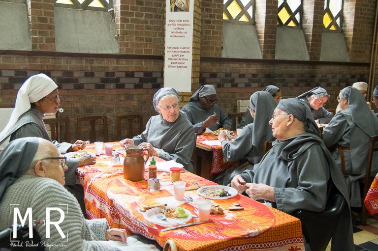 monastere-repas-communautaire-moines-moniales-echange