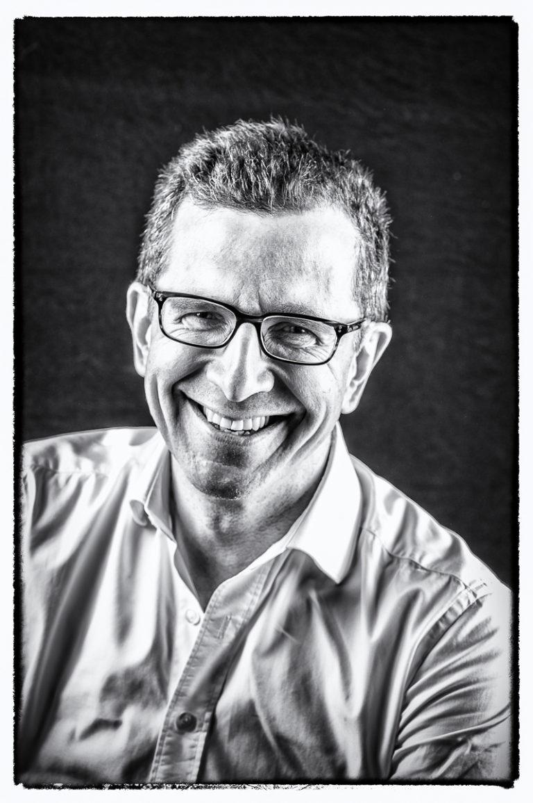 portrait-homme-rire-photographe à issy-les-moulineaux et clamart-paris14
