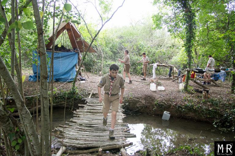 scouts-eclaireurs-jeu-installations-camp-pont de bois