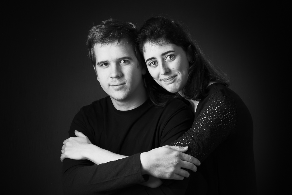 séance couple studio Paris, photographe couple, shooting amoureux Paris